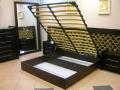Кровати с подъемным механизмом и бельевыми ящиками